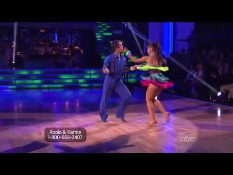 Nina dobrev dating danser med stjernerne