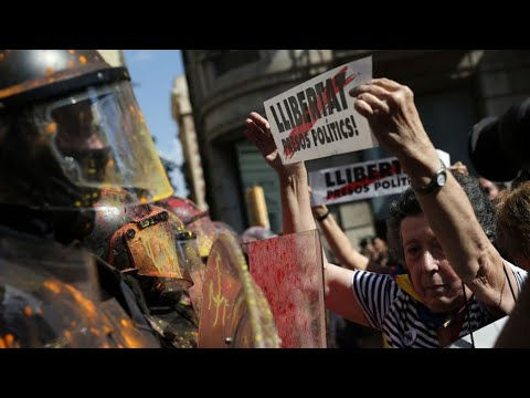 أكثر من 20 جريحا في اشتباكات بين متظاهرين انفصاليين والشرطة في كاتالونيا  - 12:55-2018 / 10 / 1