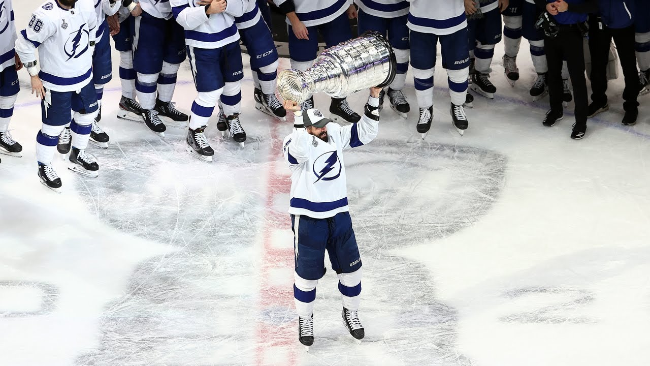 Tampa Bay Lightning could hoist Stanley Cup with win Monday
