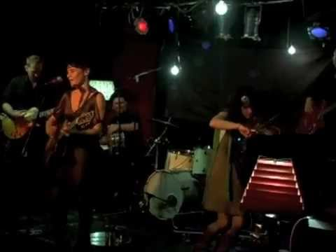 Julia Darling performs 'Blow' live at Arlene's Grocery