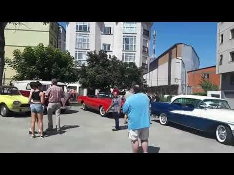Máis de 60 vehículos danse cita na concentración de 'clásicos' de Sarria