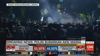Polisi Pukul Mundur Pendemo Bawaslu Pakai Gas Air Mata