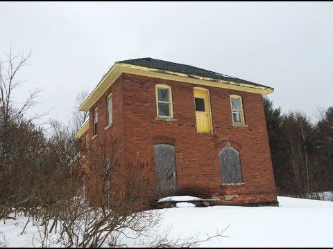 Exploring An Abandoned House In Muskoka, Ontario, Canada