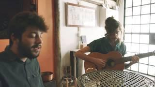 Download Lagu Tim Bernardes e Salvador Sobral - Anda estragar-me os planos MP3