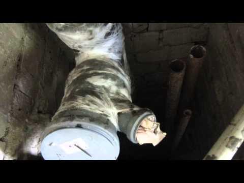 видео: Ремонт канализационного стояка своими руками. Крестовина.