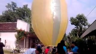 Balon desa ngloning sebesar 30 meter(1)