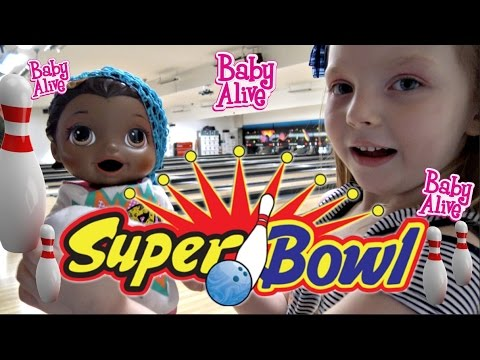 BABY ALIVE goes BOWLING! The Lilly and Mommy Show! The TOYTASTIC Sisters. Funny skit.