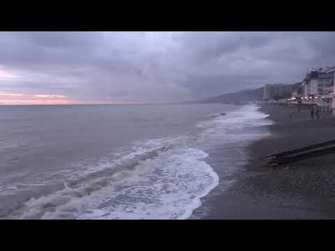 Шум моря без слов. Центральный пляж в Лазаревском 4 января 2018