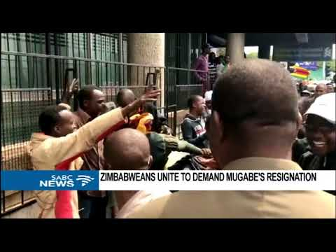 Zimbabwe protests reach Mugabe