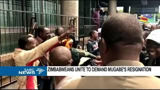 Zimbabwe protests reach Mugabe's residence .