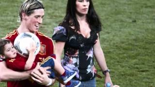 Fernando Torres y Olalla celebrando con sus hijos thumbnail