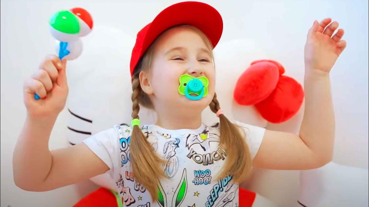 Аня соревнуется с малышкой в детском саду | Правила поведения для детей