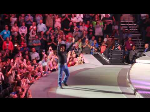 Premier Center Presents Garth Brooks With Record Banner