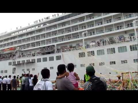 Asuka ll (crystal harmony) sail away feb 22, 2012 at manila port  by reimond
