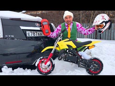 Biker Mr  Joe on Motorcycle found Toy Car Lamborghini with Car Keys in Snow & Nissan Cedric for Kids