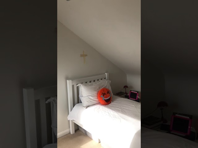 Upper Floor bedroom with own bathroom to rent Main Photo