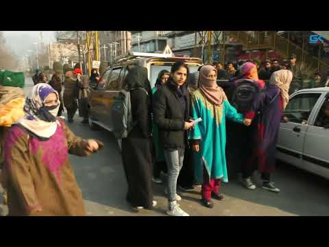 Police use force to disperse protesting college students in Srinagar