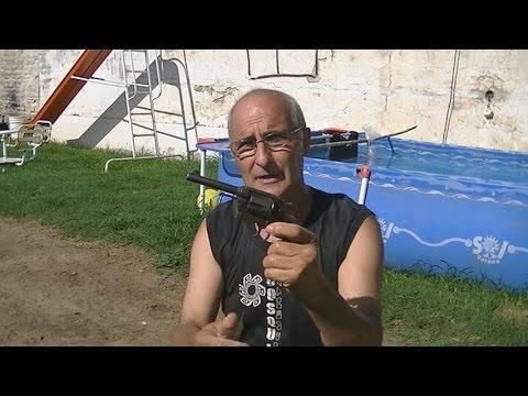 Disparo de Revolver bajo el Agua---Tiro de revólver Underwater