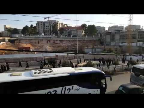 Chareidim begin to gather on Bar Ilan (via Media Resource Group)