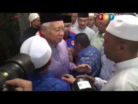 Najib attends Friday prayers at PWTC