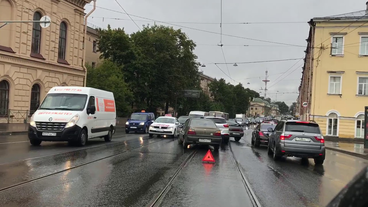 ДТП на сьезде с Литейного моста левым поворотом на Пироговскую