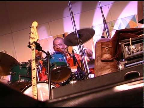 Carlos Gbaguidi drum solo with Ridonne Bayonne