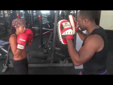 Frank Asseko: Kickboxing training session for beginners.
