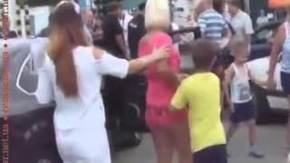 В очереди на паром через Керченский пролив подрались две россиянки  ВИДЕО   Керчь, Крым, курорт, окк(, 2014-08-20T16:58:27.000Z)