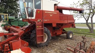 1975 IHC 815 combine with 335 hours sold on Ohio Farm Auction