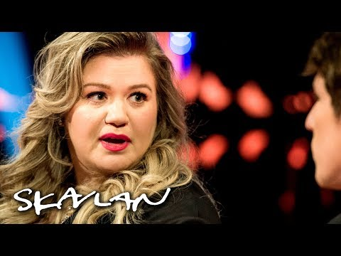 Kelly Clarkson explains why she doesn't stay in touch with her father | Skavlan