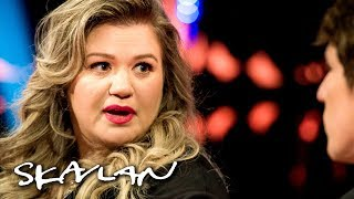 kelly-clarkson-explains-why-she-doesn-t-stay-in-touch-with-her-father-svt-nrk-skavlan