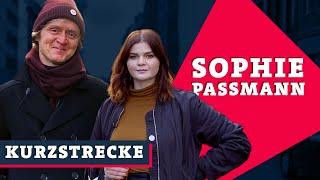 Sophie Passmann radikalisiert sich im Pralinenladen