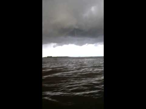 Водяной смерч на озере Ильмень, Новгородская область. Waterspout on the lake Ilmen, Novgorod region.