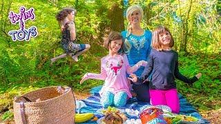 Video Frozen Elsa Teaches Tarzan MANNERS download MP3, 3GP, MP4, WEBM, AVI, FLV Oktober 2018