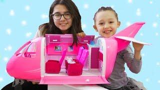 ÖYKÜ VE SERRAYA BÜYÜK SÜRPRİZ Barbie Aksesuarlı ÖZEL JET UÇAĞI For Children Videos- comedy for kids