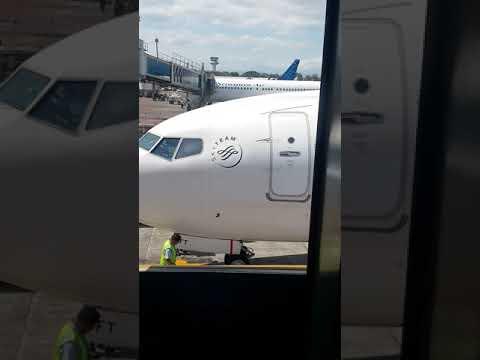Pesawat Landing Menuju Garbarata