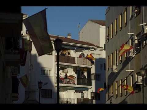 إسباني يتزلج في غرفة معيشته بعد أن منعه كورونا من السفر  - نشر قبل 3 ساعة