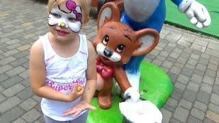 Алиса развлекается в парке Горького Краснодар Alice having fun in the Park