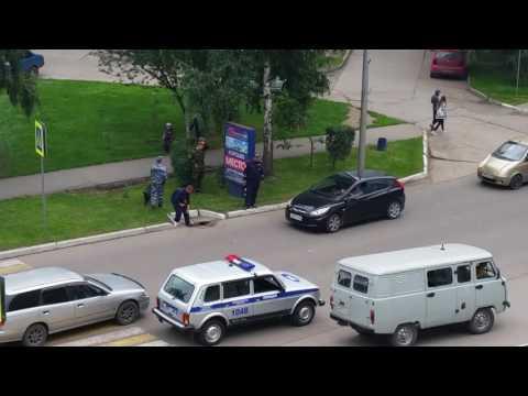 Подготовка к приезду В.В.Путина в Белокуриху. Заваривают люки.