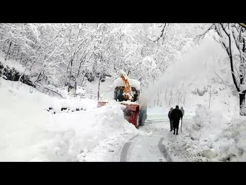 Snow, rain close Jammu-Srinagar national highway