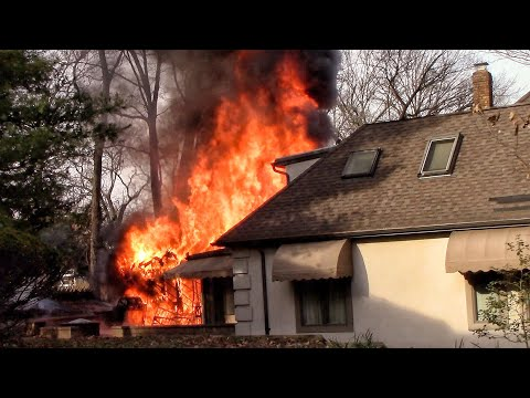 Lincoln Park Fire Department Fully Involved 2nd Alarm Garage Fire Early Arrival 12-26-19