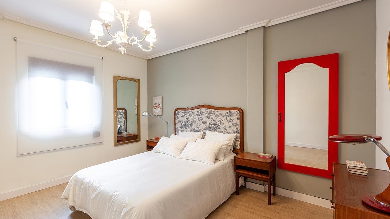 Decoramos un dormitorio ELEGANTE y SENCILLO con espejos - Programa completo - Decogarden