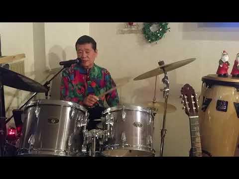 愛は傷つきやすく【おがたひろし】ドラムを叩きながら歌ってYouTube1136曲で、世界新記録続伸中。