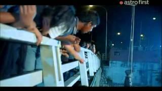 Download Video Kongsi 2011 Mot tumulak terjun parit MP3 3GP MP4