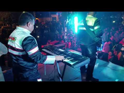El sonidito Hechizeros Band En vivo
