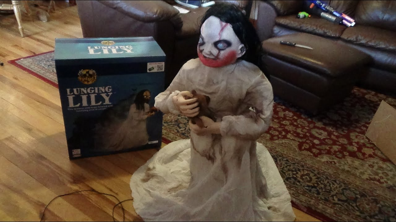 spirit halloween 2014 lunging lily animatronic hd youtube