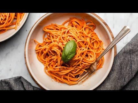 Easy Roasted Red Pepper Pasta (5 Ingredients + Vegan)