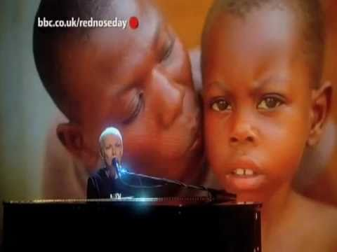 Annie Lennox, Universal Child - Live - Red Nose Day 2011
