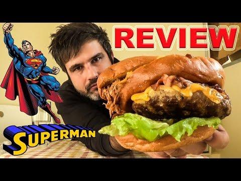 Δοκιμάζοντας Το Burger Του Superman