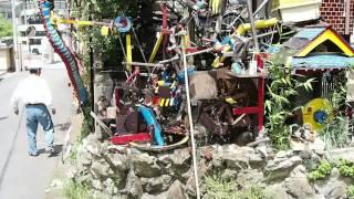 春本さんのご自宅の壁面に作られたからくり装置です。 すべてのからくり...